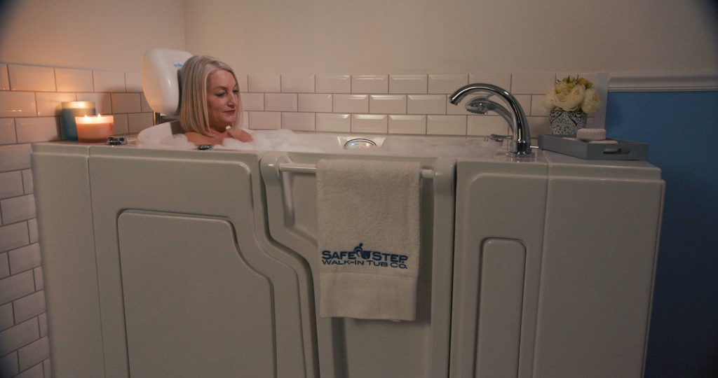A senior enjoying a safe bath from Safe Step Tubs Canada